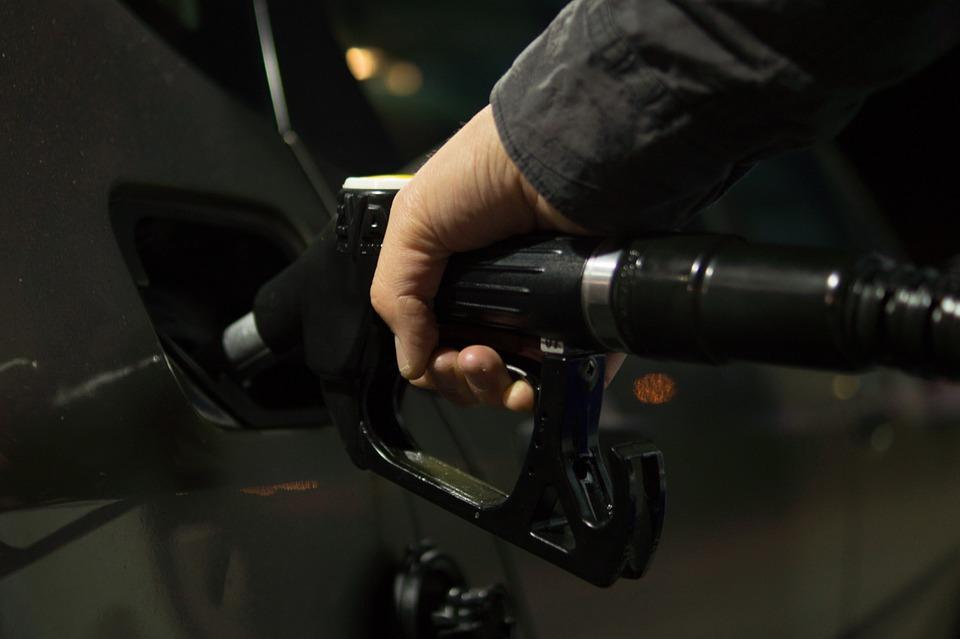 3ecb37ef6b7ce01082e3e3e213383c4d_petrol-996617_960_720